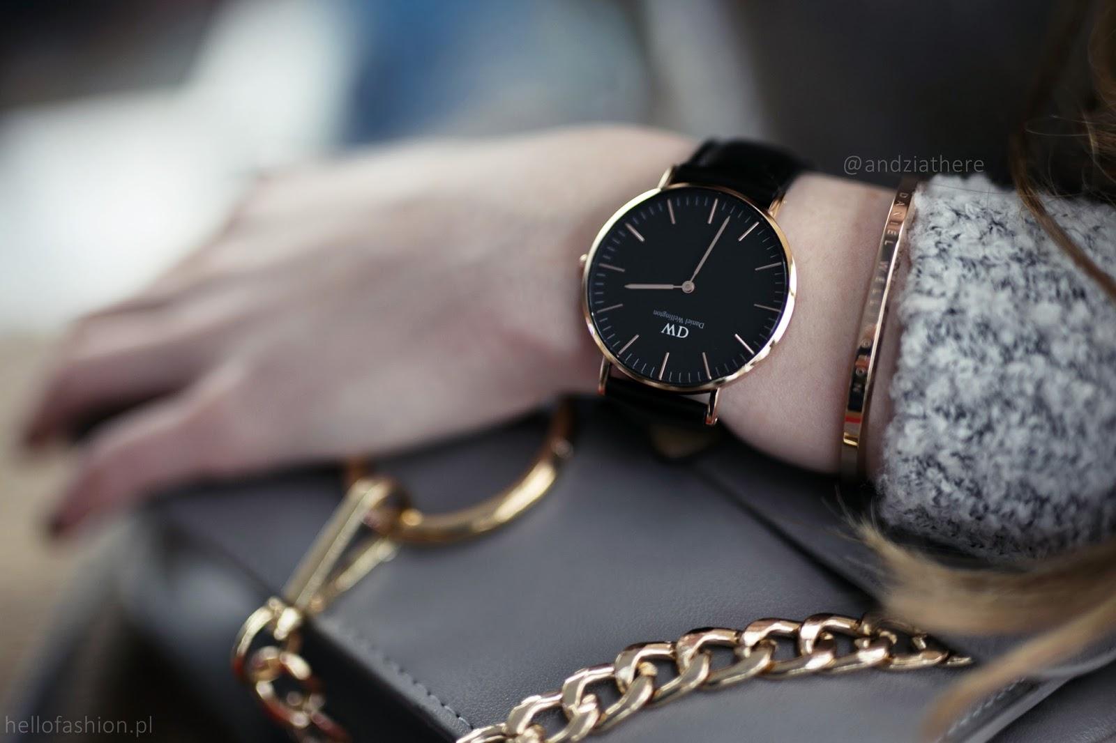 zegarek z czarną kopertą tarczą rose gold