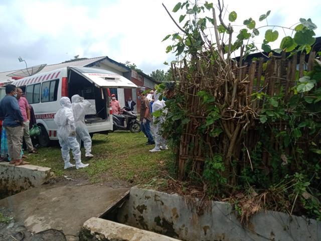 Di TPU Muslim, Personel Jajaran Kodim 0207/Simalungun Dampingi Pemakaman Jenazah Covid-19