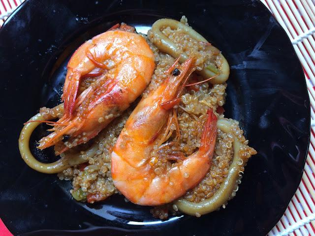 paella de quinoa y langostinos receta