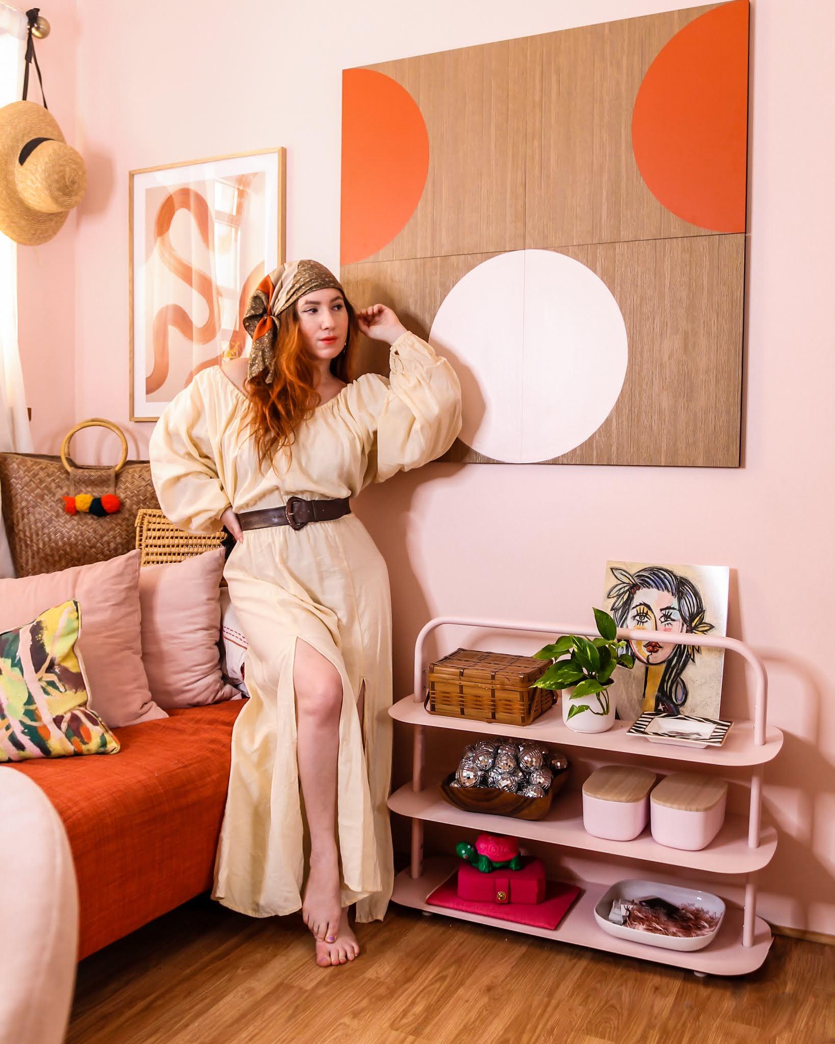 Pink and orange decor // small home office decor // home office ideas // home office Inspo // at home pictures ideas // boho homes // maximalist decor
