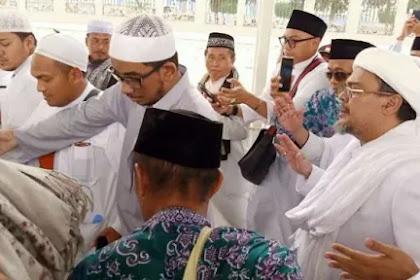 Keluarga Mbah Moen Membantah Tuduhan Habib Rizieq 'Serobot Doa'