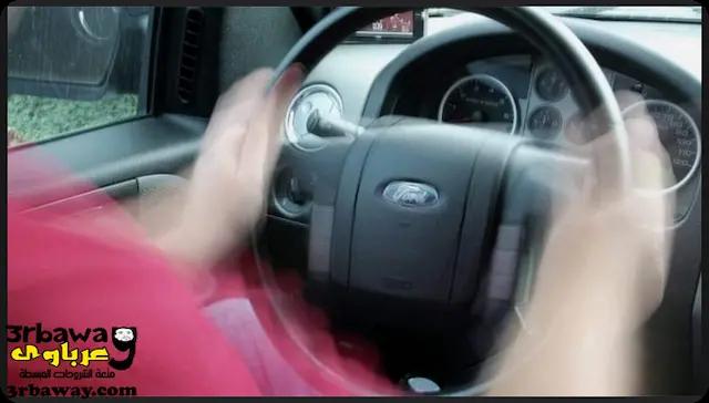 """صورة توضح اهتزاز الدريكسيون """" عجلة القيادة"""" اثناء الضغط علي الفرامل"""