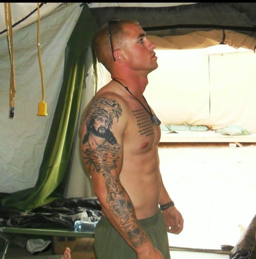 shirtless-muscle-soldier