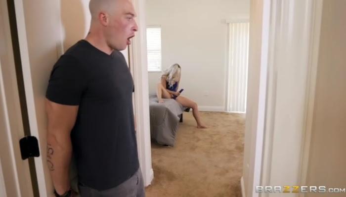 Neighbor Spy and Hard Fucked His Roommates