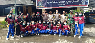KKN Poltekkes Kemenkes Mataram, berpoto bersama sebelum turun ke pasar Mujur, untuk membagi masker kemarin