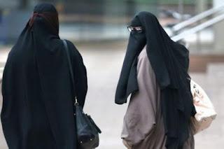 Kenapa Pakaian Muslimah 'Bercadar' Identik Dengan Warna Hitam?