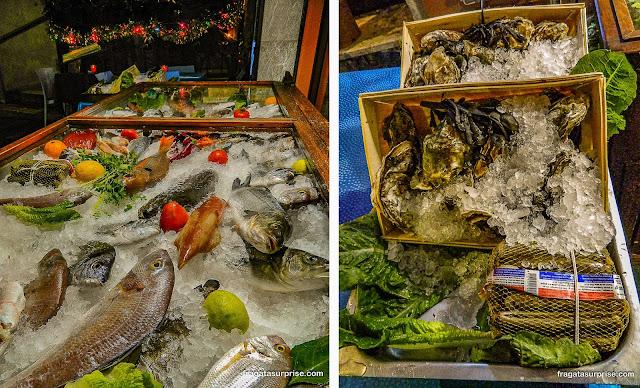 Bancas de frutos do mar em Taormina, Sicília