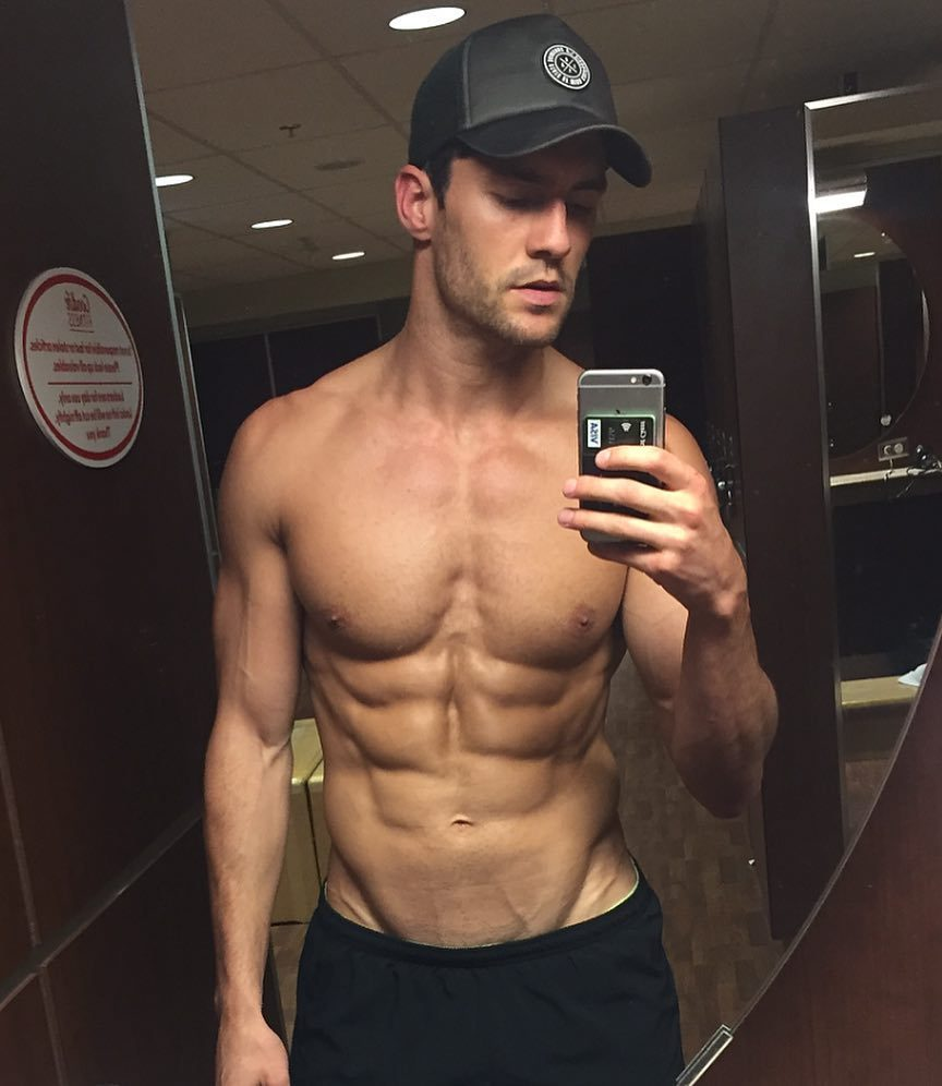 sexy-masculine-shirtless-fit-guy-straight-muscular-abs-selfie-hunk