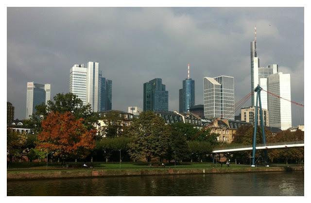 Frankfurt vista do rio Meno