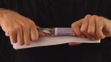 Percobaan Membuka Tutup Botol dengan Kertas Koran