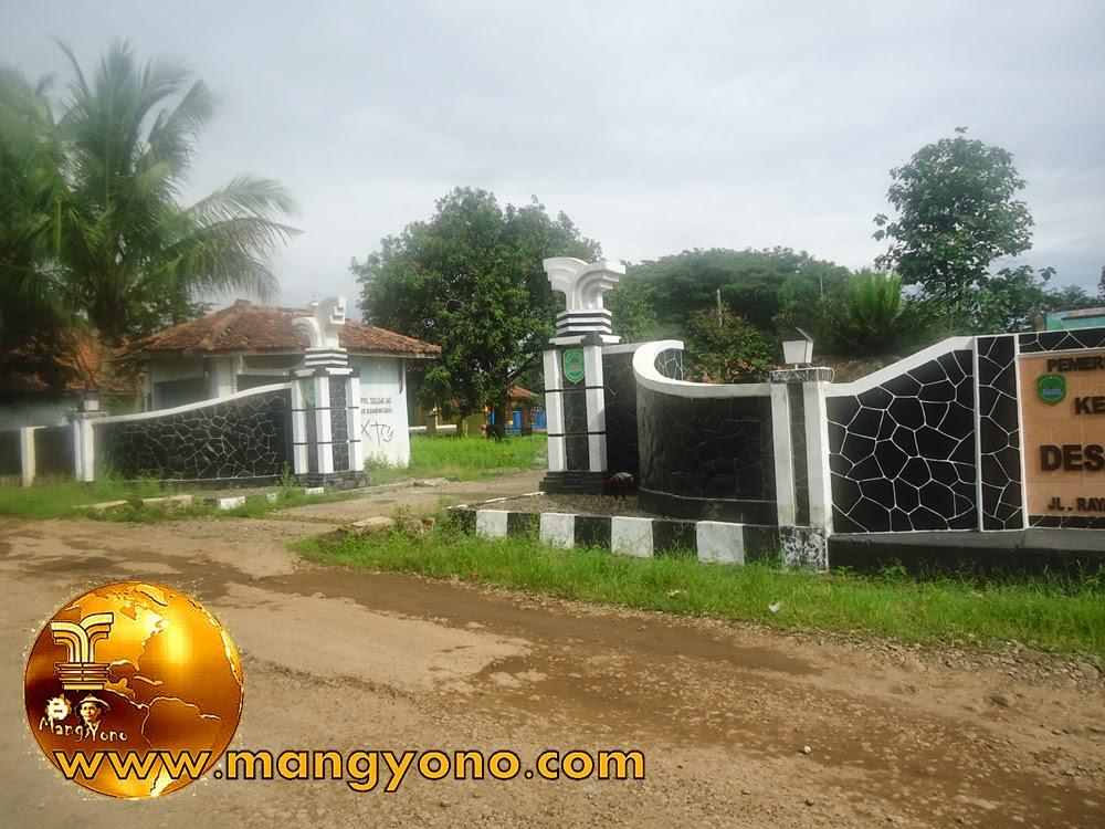 Gapura / gerbang Desa Gambarsari sebelah Barat