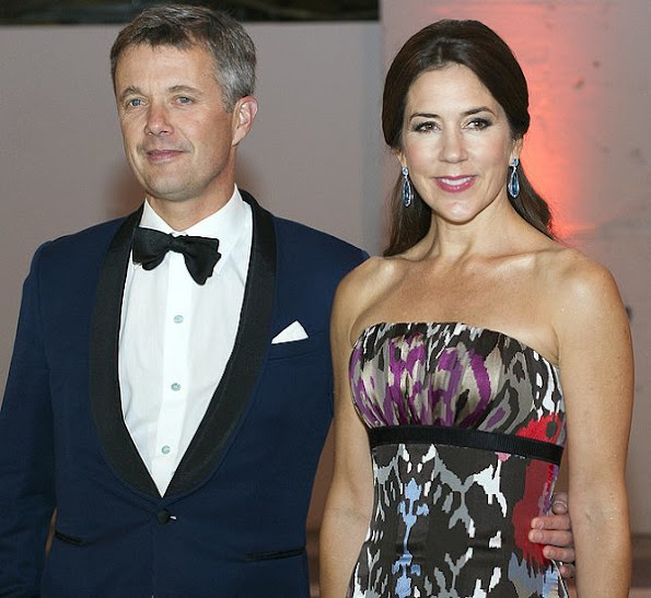 Crown Princess Mary brought back her Julie Fagerholt Heartmade dress. The Crown Princess wore that dress first at the American-Scandinavian Foundation Dinner at The Pierre Hotel on March 27, 2009 in New York City.