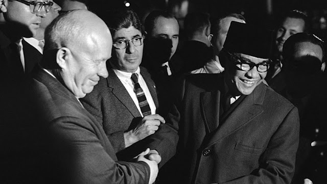 Nikita Krushchev bersama Ir Soekarno