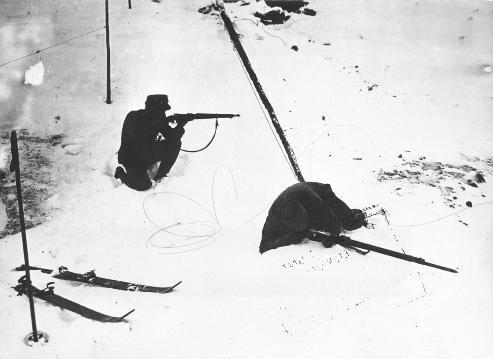 A ski patrol in combat on Monte Cevedale. 1917.