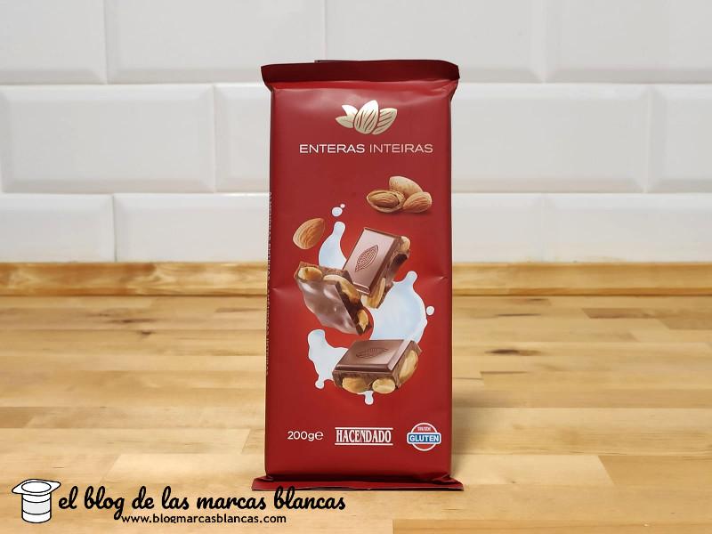 Chocolate con leche y almendras enteras Hacendado de Mercadona en el blog de las marcas blancas.