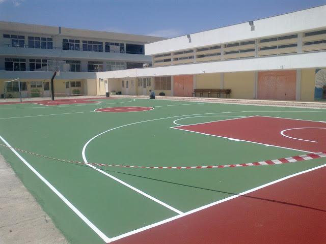 Τοποθέτηση σύγχρονου ακρυλικού τάπητα στο γήπεδο μπάσκετ του ΕΠΑΛ Κρανιδίου