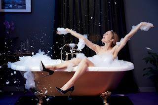 Heather Graham Hot In Bath Tub