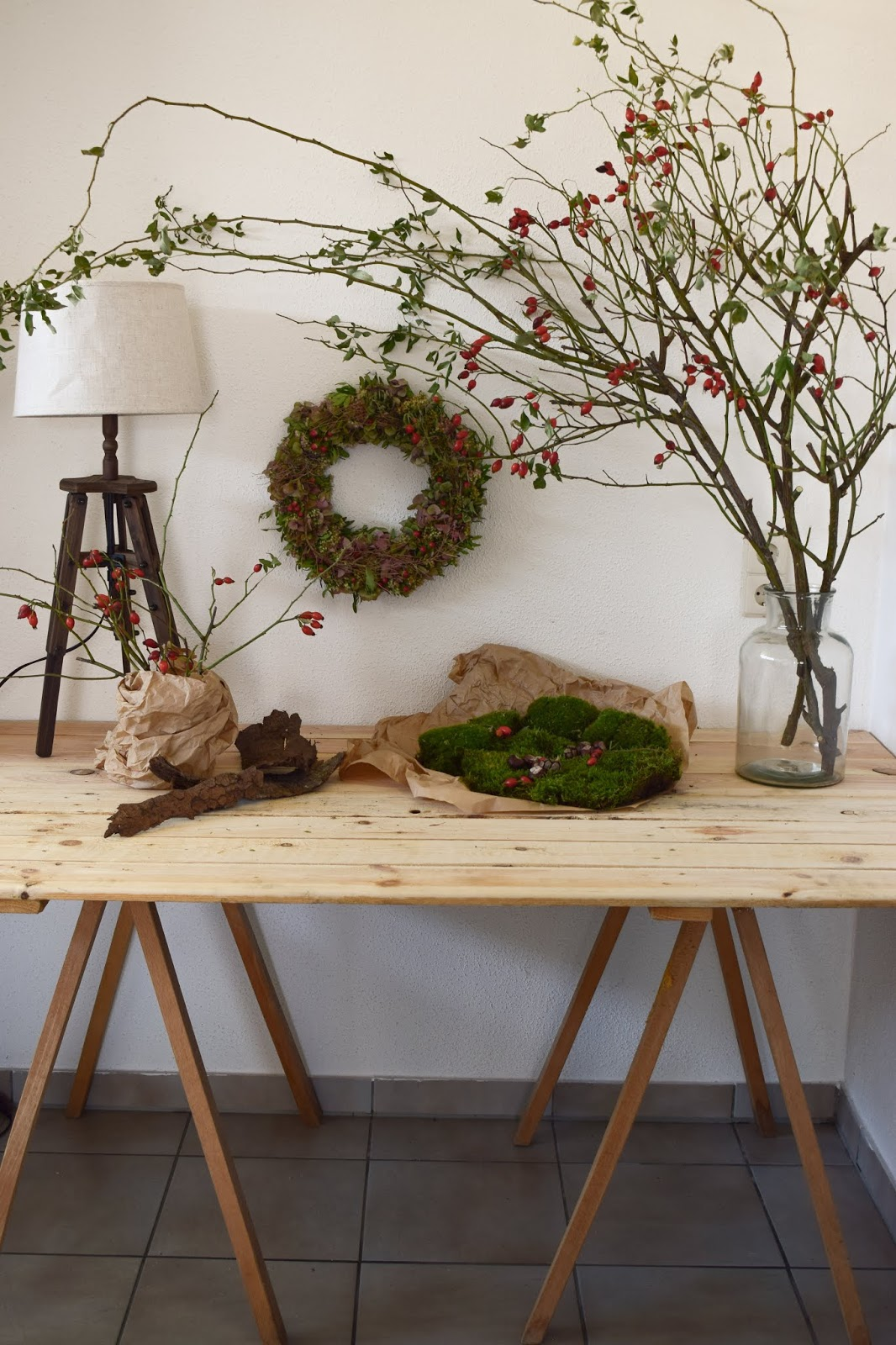 Herbstkranz. Dekoidee für den Herbst mit Hagebutten. Herbstdeko natürlich dekorieren. Hortensienkranz. Deko