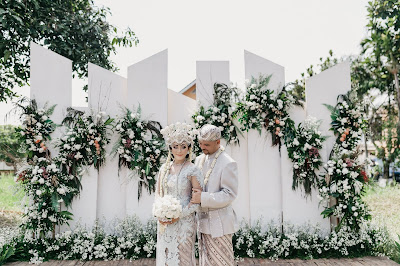 Kakak dari Mona Ratuliu, Fernando Fransiscus Ratuliu menyelenggarakan pernikahan di Puncak bersama Cateringky