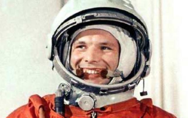 Първият космонавт Юрий Гагарин влиза в контакт с извънземни и дори съобщава това на ръководството на Съветския съюз