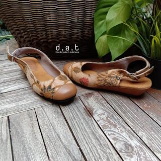 sepatu batik
