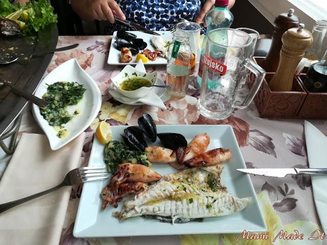 Fischplatte in Opatija, Kroatien - Fish dish in Opatija, Croatia