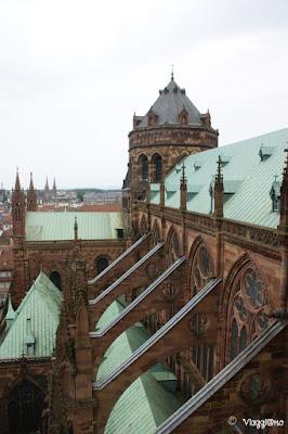 I tetti e i decori della Cattedrale di Notre Dame di Strasburgo