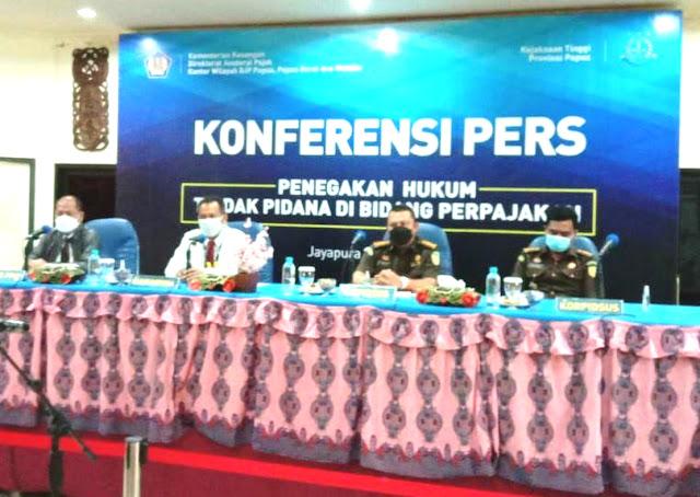 Indonesian Tax Office Hands Over One Billion Rupiah Tax Avoidance Suspect