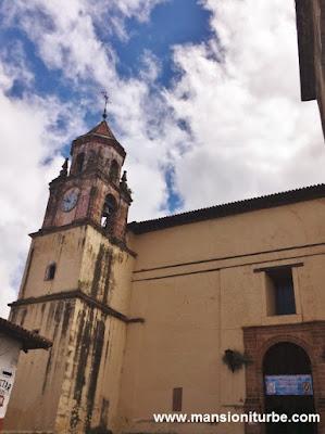Torre del Templo de la Compañía en Pátzcuaro, Michoacán