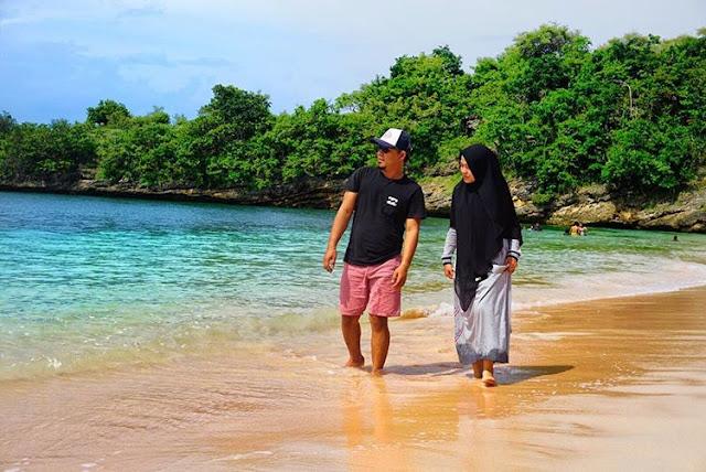 Romantis menyusuri keindahan pantai Pink Lombok, sumber ig @donieardi11