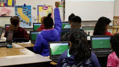 alumnes utilitzant kahoot a classe