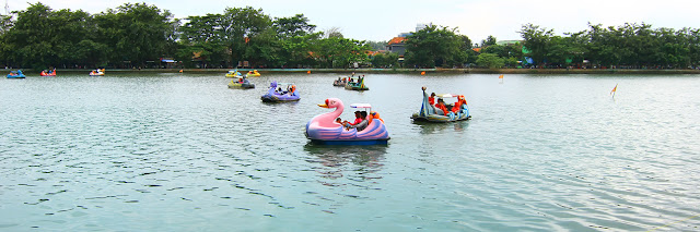 Perahu Bebek Danau Setu Babakan