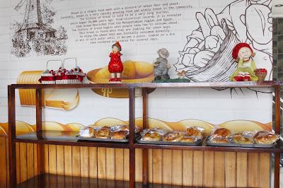 Huk Family Resto juga menyediakan bakery and cookies