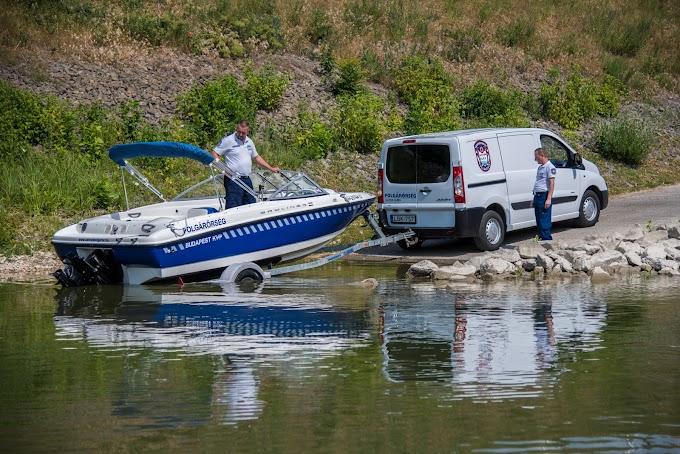 Polgárőrhajót bocsátottak vízre a Dunán