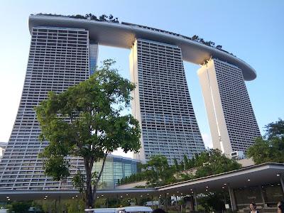 Marina Bay Sands dari sisi lain.
