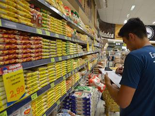 IBGE: Com a alta nos preços dos alimentos, a inflação chegou a 0,4% neste mês