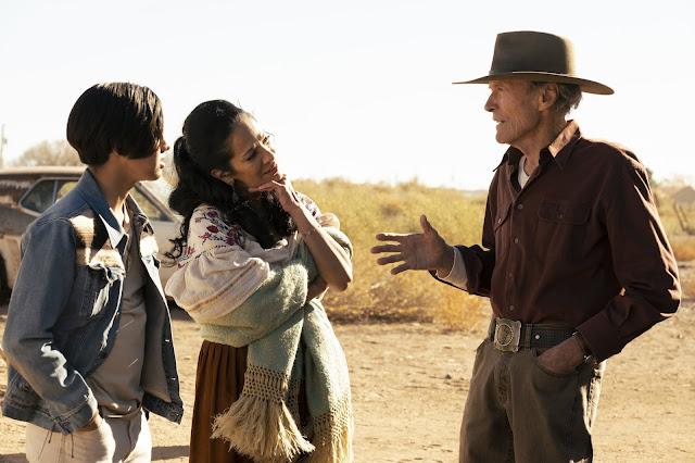 Escena con Mike Milo (Clint Easwood), Rafo (Eduardo Minett) y Marta (Natalia Traven).