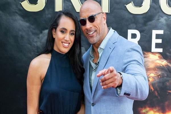 سيمون جونسون ابنة الممثل العالمي ذا روك توقع مع WWE