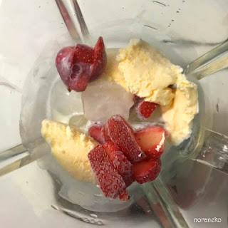 スムージー|イチゴ・バニラアイス・氷・牛乳