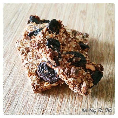 http://unblogdefille.blogspot.com/2016/04/recette-barres-de-cereales-maison-encas.html