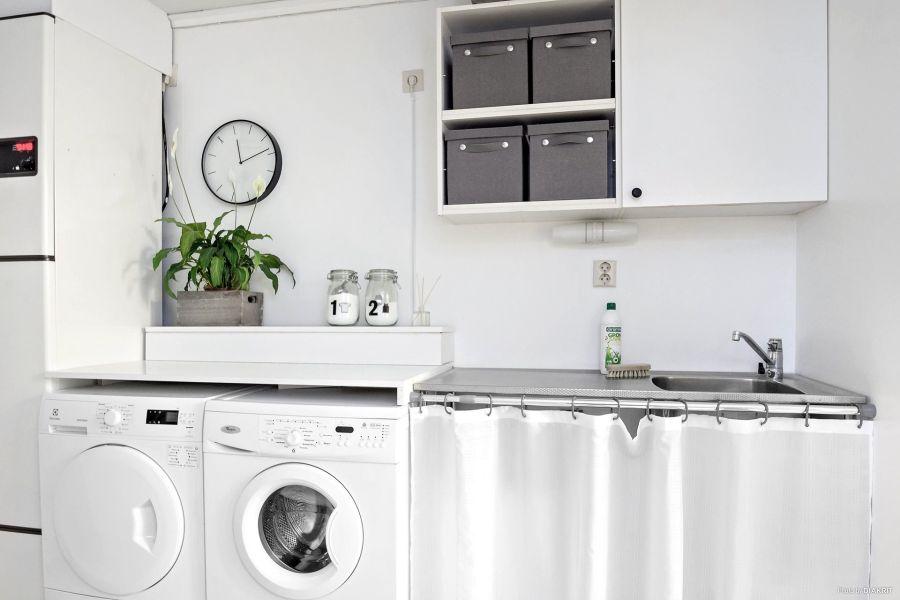 Drewniany domek w bieli i szarościach, wystrój wnętrz, wnętrza, urządzanie mieszkania, dom, home decor, dekoracje, aranżacje, scandi, styl skandynawski, scandinavian style, pralnia