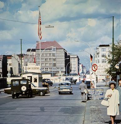 Konrad Giehr 'Checkpoint Charlie' (1968)