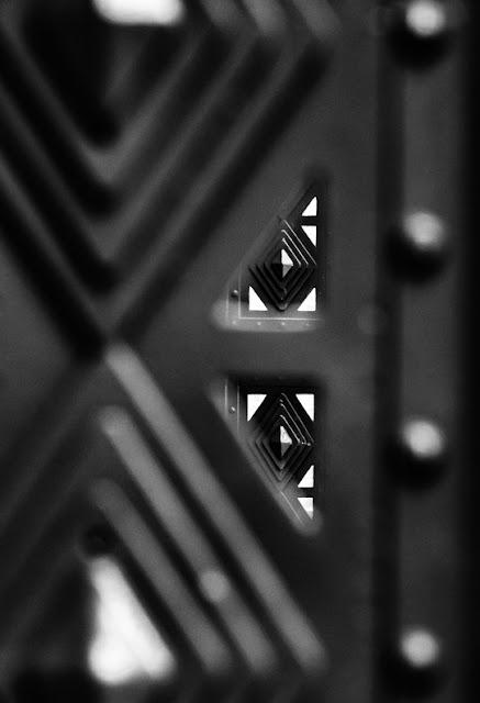 Detail hekwerk rond de hoofdgang