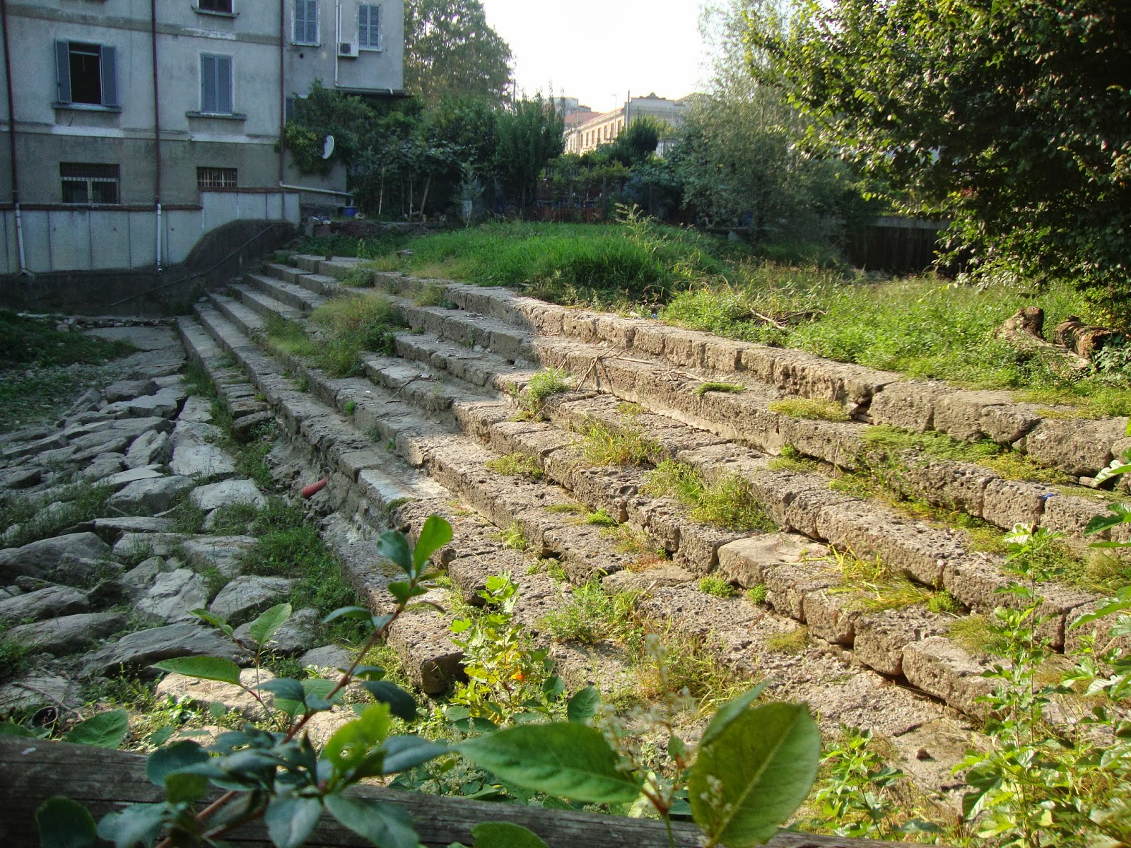 Un piccolo giardino in citt l 39 oasi ambientale di monza - Gradoni giardino ...