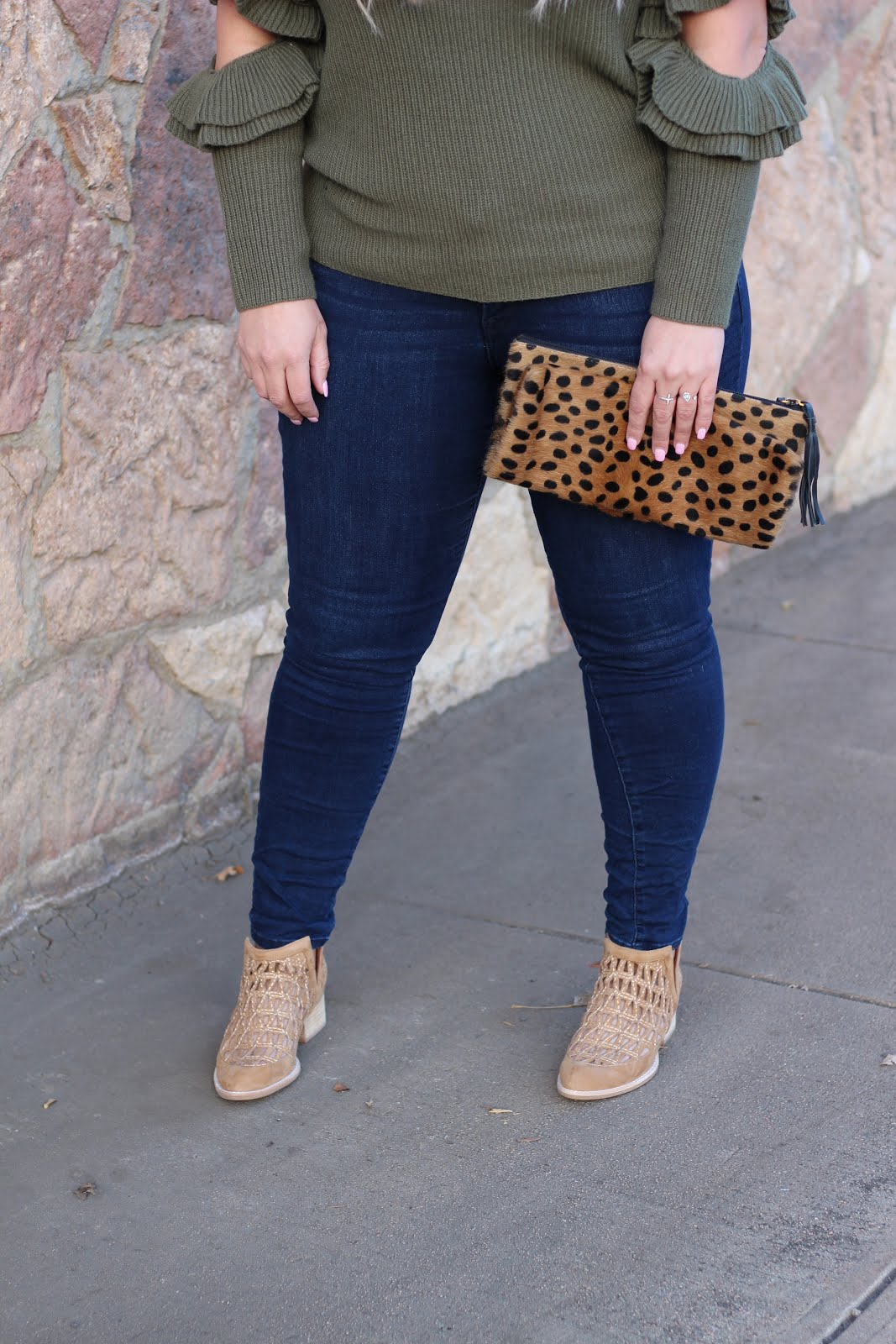 popular Denver fashion blogger Delayna Denaye