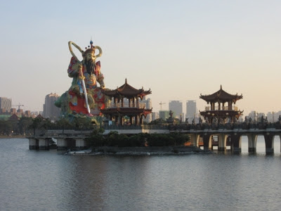 Pabellón Beiji Xuantian Shang Di, en el lago Lotus de Kaohsiung
