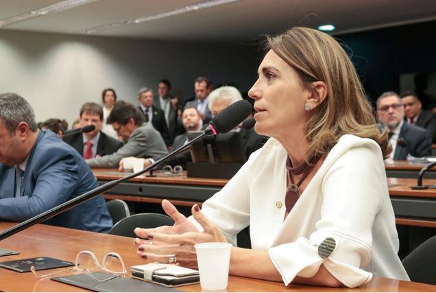 Deputada propõe alteração no Estatuto do Idoso para dar gratuidade nos ônibus para idosos doentes com mais de 60 anos