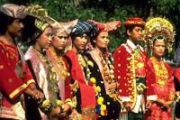 Pengertian Kekerabatan Matrilineal dan Suku Penganut Adat Matrilineal
