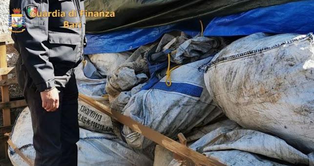 Rutigliano (Ba) sequestrati farmaci scaduti accatastati all'aperto in un'azienda di stoccaggio