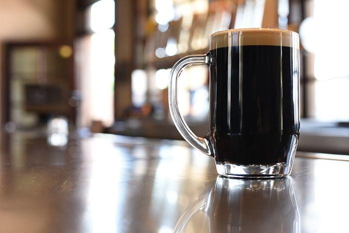 Cerveza negra, uno de los productos del Brewin
